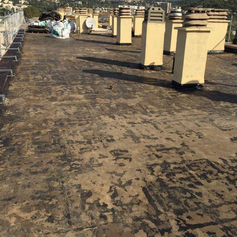 Chantier de r fection de toiture sur marseille 13011 for Isolation terrasse carrelee